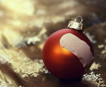 149889-stock-photo-christmas-advent-old-winter-broken-transience-broken
